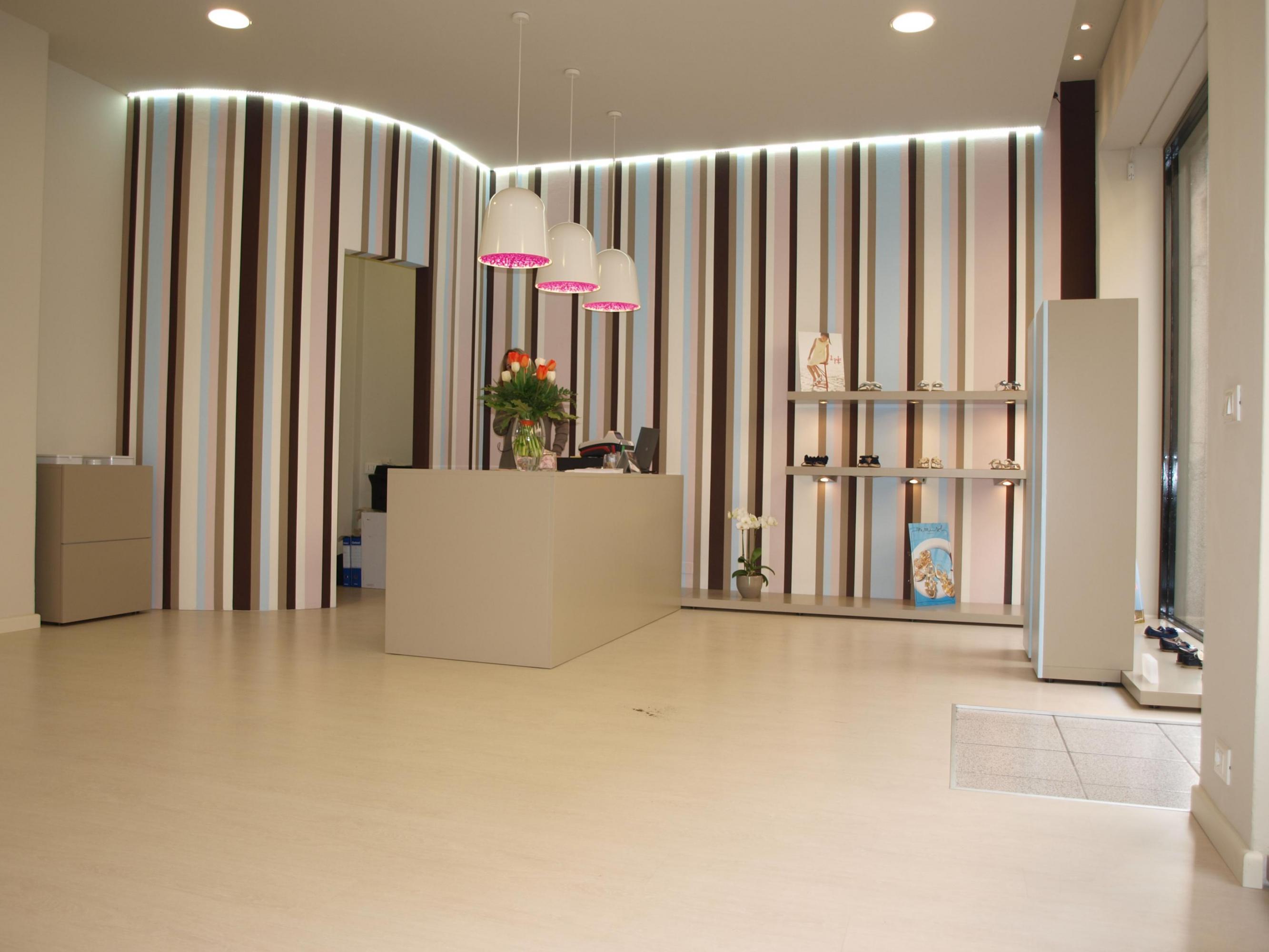 Negozio scarpe online fino a 42 off scontate for Interior design negozi